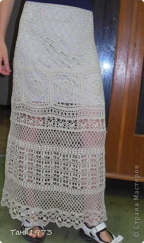 Связала юбку Цветочная  , на всё ушло 2 недели , в дождливые дни, цвет более тёмный, чем на фото, серо-золотистый оттенок некрашенной пряжи фото 1