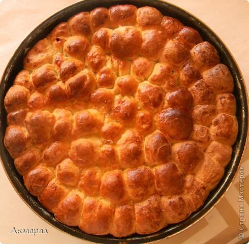 пирог делала я с мамой и почти тесто делала мама но и я не оставалась позади а помогала.и так что не помню рецепт но обезательно спрошу и добавлю.а внутрь то есть в  начинку добавили мармелад. фото 1