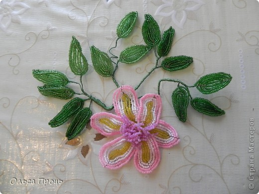 Цветок из бисера фото 3