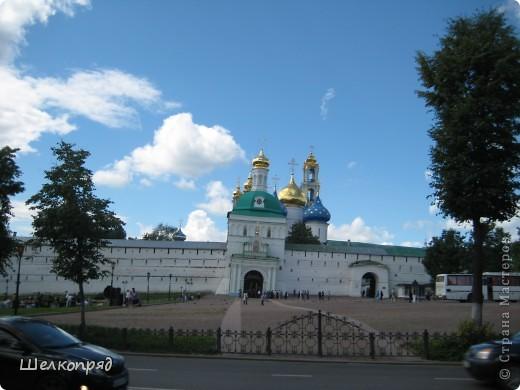 Скажите, разве можно быть в Москве и не побывать в Сергиевом Посаде - небольшом, тихом городке в Подмосковье? Тем более что представился счастливый случай. фото 2