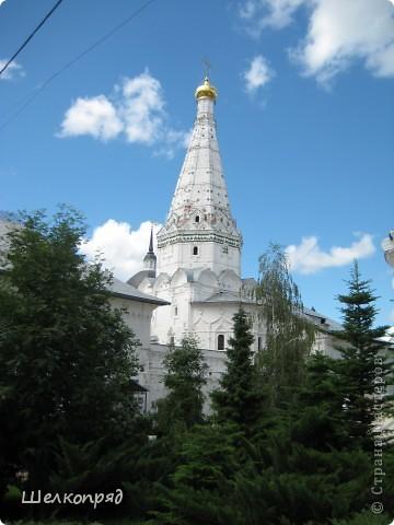 Скажите, разве можно быть в Москве и не побывать в Сергиевом Посаде - небольшом, тихом городке в Подмосковье? Тем более что представился счастливый случай. фото 23