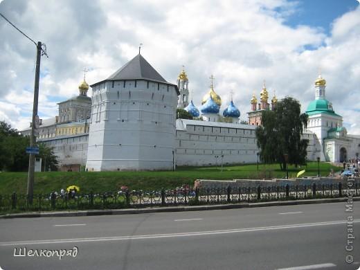 Скажите, разве можно быть в Москве и не побывать в Сергиевом Посаде - небольшом, тихом городке в Подмосковье? Тем более что представился счастливый случай. фото 1