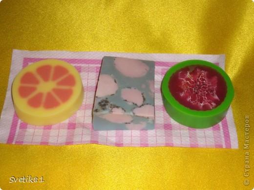 Насмотрелась на сайте разного мыла, спасибо огромное всем за мастер классы! :) Вот мои первые шаги в мыловарении :) фото 1