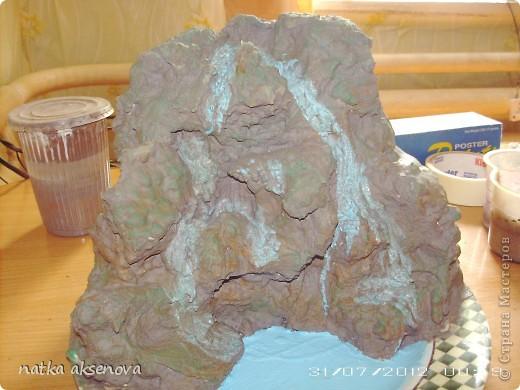 """Доброго вечера, всем мастерицам. Вот и у меня появился водопад. Хочу  показать как я сделала """"скалу"""" для водопада, т.к. если бы я делала из камушек как показывали уже у нас в Стране, то он получился бы очень тяжелый ( высота 60 см и диаметр 30 см) фото 7"""
