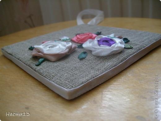 Вот моя первая работа по вышивке лентами (надеюсь и не последняя).  Работать с ленточками мне очень понравилось. И это не так трудно как кажется в начале!) фото 2