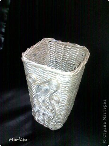 Добрый день всем мастерам и мастерицам, вот сегодня сплела новую вазу. Бумага газетная, трубочки красила перламутровой гуашью, разведенной с водой и ПВА.  фото 2