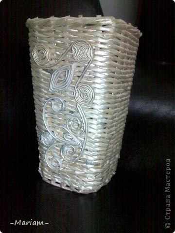 Добрый день всем мастерам и мастерицам, вот сегодня сплела новую вазу. Бумага газетная, трубочки красила перламутровой гуашью, разведенной с водой и ПВА.  фото 1