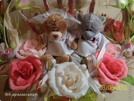 """Друзей пригласили на свадьбу и они попросили сделать оригинальный """"букет""""  с мягкими игрушками, а т.к молодожены - доктора, то получилась вот такая тематическая композиция)))) Мишки (изначально хотели зайчиков, но не нашли и купили медвежат) в медицинских халатиках, стилизованные под жениха и невесту. Прикольненько получилось... фото 2"""