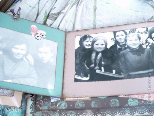 Альбом предназначался к 8 Марта, но не вышло, слишком много страниц, и мама хотела ВСЕ фотографии вместить в альбом. Я попробовала их впихнуть... Около недели только проглядывала всякие альбомы, кто как максимально размещал фотки на одной странице, ну и вот что придумала.  фото 36