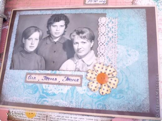 Альбом предназначался к 8 Марта, но не вышло, слишком много страниц, и мама хотела ВСЕ фотографии вместить в альбом. Я попробовала их впихнуть... Около недели только проглядывала всякие альбомы, кто как максимально размещал фотки на одной странице, ну и вот что придумала.  фото 69
