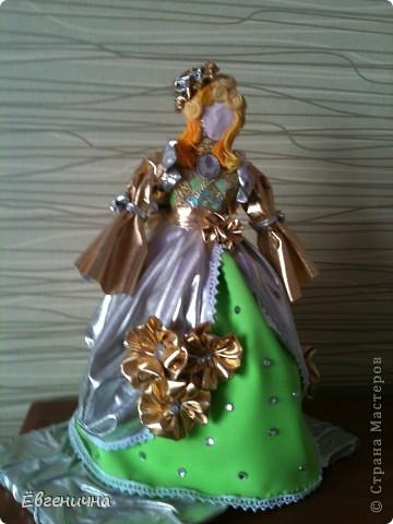 Куколка. Деревянная палка, на ней бумага, фольга, сверху ткань. фото 1