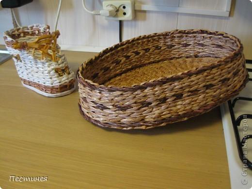 хлебница овальная  специально без крышки сплела повыше  будет стоять на холодильнике  а крышка в принципе необязательно хлеб сейчас и так в пакетах фото 2