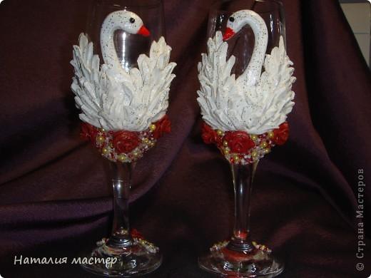 Вот такие лебеди получились. Перышки делала по МК Julia B. Помоему опять перегрузила бокалы,а вы как думаете?  фото 1