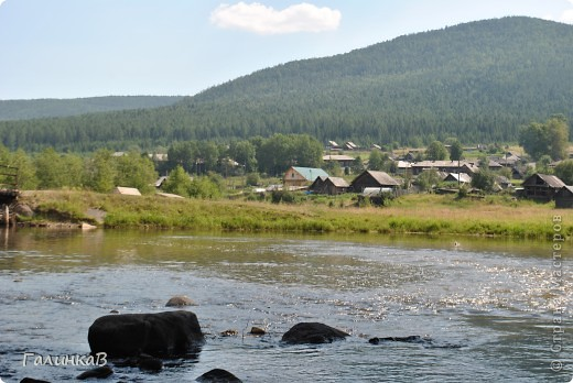 Во время своей поездки на Урал съездили мы в очень живописное место. Это село Косья. Расположено оно в окружении живописных лесистых холмов. фото 1