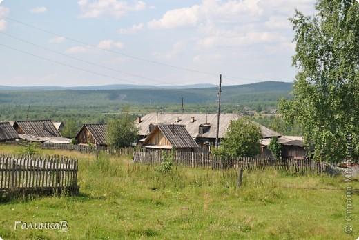Во время своей поездки на Урал съездили мы в очень живописное место. Это село Косья. Расположено оно в окружении живописных лесистых холмов. фото 25