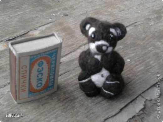 мой первенец. Наверно ребенок коалы. Хотя делала просто мишку. Извините за качество фотографий. Фотографировала на телефон. фото 2