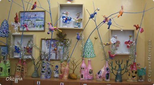 Украшение приёмной д/сада поделками детей из папье-маше: птички, дома. фото 1