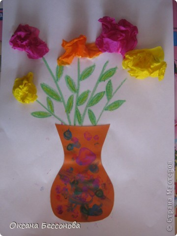 Моей дочери сейчас 2,5 года и время от времени мы что то творим в хорошем смысле этого слова. Вот представляем Вашему вниманию работы за последние полгода (в нескольких частях). Может кому и пригодиться. Подсолнух. Вырезан цветок из картона, в середине прикрепили кусочки пластилина и сверху вдавили семечки. фото 4