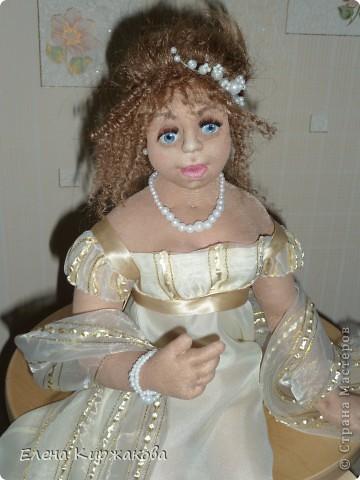 """Дамочка из эпохи начала 19 века. Наряд пыталась изобразить в стиле """"Ампир"""". Она устала после бала и присела отдохнуть. Полный рост 47 см, сидя 43 см. фото 7"""