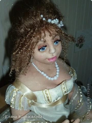 """Дамочка из эпохи начала 19 века. Наряд пыталась изобразить в стиле """"Ампир"""". Она устала после бала и присела отдохнуть. Полный рост 47 см, сидя 43 см. фото 5"""