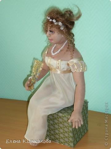 """Дамочка из эпохи начала 19 века. Наряд пыталась изобразить в стиле """"Ампир"""". Она устала после бала и присела отдохнуть. Полный рост 47 см, сидя 43 см. фото 3"""