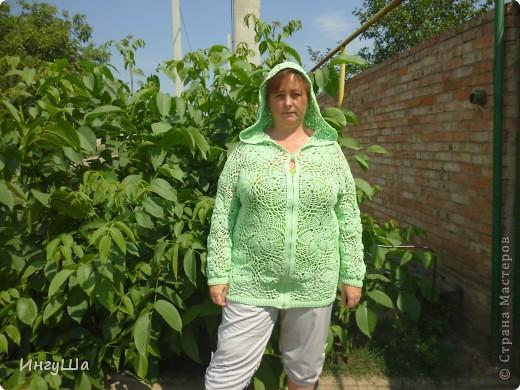 Вот такая курточка связалась у меня на Осинке в этой теме http://club.osinka.ru/topic-122068?&start=0 Пошло ровно 8 мотков, от восьмого осталось буквально несколько метров, YarnArt Summer, крючки 2,5, 3 и 3,5 мм. фото 1