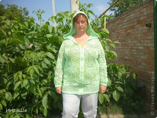 Вот такая курточка связалась у меня на Осинке в этой теме http://club.osinka.ru/topic-122068?&start=0 Пошло ровно 8 мотков, от восьмого осталось буквально несколько метров, YarnArt Summer, крючки 2,5, 3 и 3,5 мм. фото 2