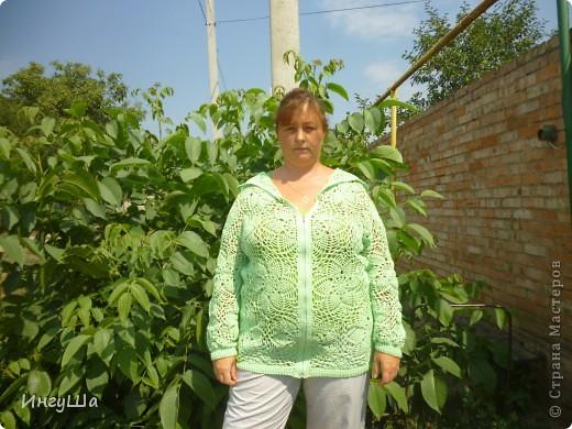 Вот такая курточка связалась у меня на Осинке в этой теме http://club.osinka.ru/topic-122068?&start=0 Пошло ровно 8 мотков, от восьмого осталось буквально несколько метров, YarnArt Summer, крючки 2,5, 3 и 3,5 мм. фото 3