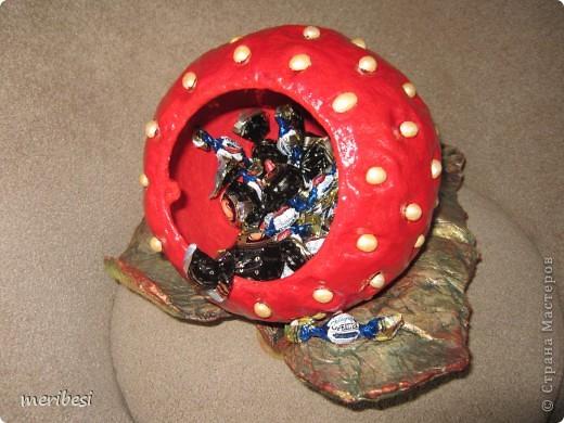 Понесло меня на конфетницы как на подводные рифы. Вот высидела я еще две. На этот раз ягодки. Спасибо Ольге Миловой за МК по которому они создавались . фото 24