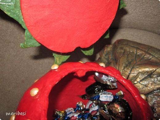 Понесло меня на конфетницы как на подводные рифы. Вот высидела я еще две. На этот раз ягодки. Спасибо Ольге Миловой за МК по которому они создавались . фото 23