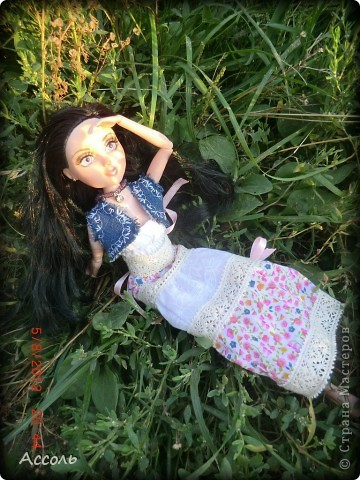 """Всем привет! Я окончательно потеряла голову и разорилась на эту чудо-куколку))) Хоть у меня вначале было желание купить именно блондинку Мелроуз, но за отсутствием последней, рука потянулась к вот этой красавице. Самая большая из имеющихся шарнирных кукол (а это важно, когда шьешь одежду) и самая красивая! Мне она сразу напомнила Маргошу из известного сериала))). Так это имя к ней и """"приросло"""". фото 12"""