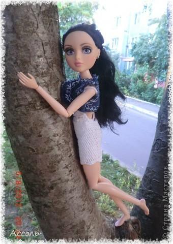 """Всем привет! Я окончательно потеряла голову и разорилась на эту чудо-куколку))) Хоть у меня вначале было желание купить именно блондинку Мелроуз, но за отсутствием последней, рука потянулась к вот этой красавице. Самая большая из имеющихся шарнирных кукол (а это важно, когда шьешь одежду) и самая красивая! Мне она сразу напомнила Маргошу из известного сериала))). Так это имя к ней и """"приросло"""". фото 2"""