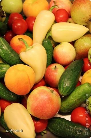 В этот раз я хочу разместить несколько кулинарных рецептов и просто фотографии фруктов-ягод-овощей. Лето, жара... фруктово-овощная благодать! фото 4