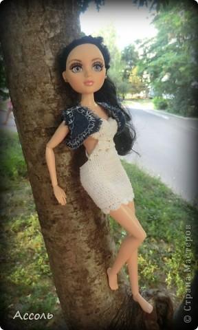 """Всем привет! Я окончательно потеряла голову и разорилась на эту чудо-куколку))) Хоть у меня вначале было желание купить именно блондинку Мелроуз, но за отсутствием последней, рука потянулась к вот этой красавице. Самая большая из имеющихся шарнирных кукол (а это важно, когда шьешь одежду) и самая красивая! Мне она сразу напомнила Маргошу из известного сериала))). Так это имя к ней и """"приросло"""". фото 1"""