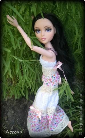 """Всем привет! Я окончательно потеряла голову и разорилась на эту чудо-куколку))) Хоть у меня вначале было желание купить именно блондинку Мелроуз, но за отсутствием последней, рука потянулась к вот этой красавице. Самая большая из имеющихся шарнирных кукол (а это важно, когда шьешь одежду) и самая красивая! Мне она сразу напомнила Маргошу из известного сериала))). Так это имя к ней и """"приросло"""". фото 10"""