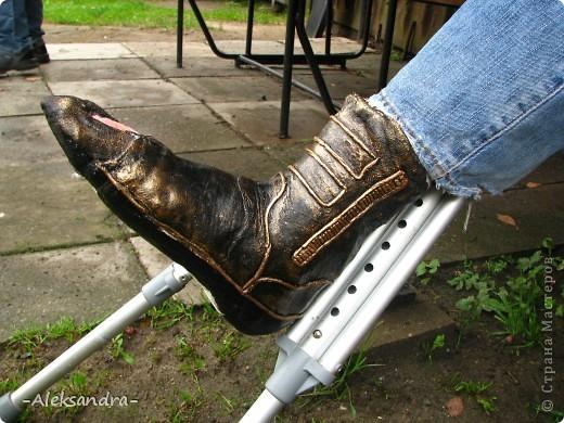 """Муж сломал ногу и получил неудобный и некрасивый гипс, и жить ему с этим как минимум месяц... Решили немного приукрасить его """"новую обувку"""". Так ведь намного веселее смотрится, чем в традиционном виде. Спасибо Татьяне Сорокиной за прекрасную технику пейп-арт (http://stranamasterov.ru/node/308701), нам она очень пригодилась.  фото 1"""