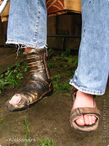 """Муж сломал ногу и получил неудобный и некрасивый гипс, и жить ему с этим как минимум месяц... Решили немного приукрасить его """"новую обувку"""". Так ведь намного веселее смотрится, чем в традиционном виде. Спасибо Татьяне Сорокиной за прекрасную технику пейп-арт (http://stranamasterov.ru/node/308701), нам она очень пригодилась.  фото 3"""