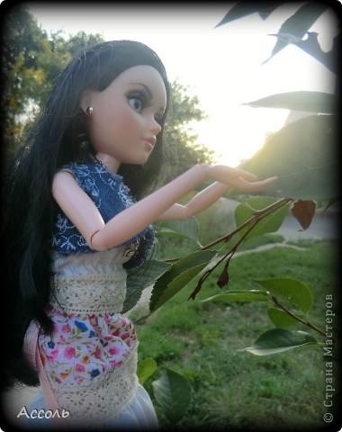 """Всем привет! Я окончательно потеряла голову и разорилась на эту чудо-куколку))) Хоть у меня вначале было желание купить именно блондинку Мелроуз, но за отсутствием последней, рука потянулась к вот этой красавице. Самая большая из имеющихся шарнирных кукол (а это важно, когда шьешь одежду) и самая красивая! Мне она сразу напомнила Маргошу из известного сериала))). Так это имя к ней и """"приросло"""". фото 14"""