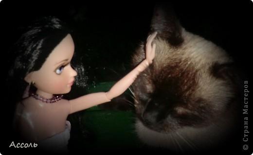 """Всем привет! Я окончательно потеряла голову и разорилась на эту чудо-куколку))) Хоть у меня вначале было желание купить именно блондинку Мелроуз, но за отсутствием последней, рука потянулась к вот этой красавице. Самая большая из имеющихся шарнирных кукол (а это важно, когда шьешь одежду) и самая красивая! Мне она сразу напомнила Маргошу из известного сериала))). Так это имя к ней и """"приросло"""". фото 15"""