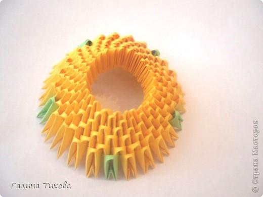 Для изготовления вазы вам понадобится: 200 зелёных, 30 белых, 495 жёлтых модулей.  фото 2