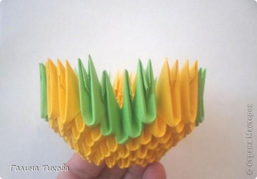 Для изготовления вазы вам понадобится: 200 зелёных, 30 белых, 495 жёлтых модулей.  фото 3