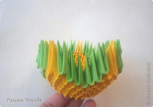 Для изготовления вазы вам понадобится: 200 зелёных, 30 белых, 495 жёлтых модулей.  фото 4