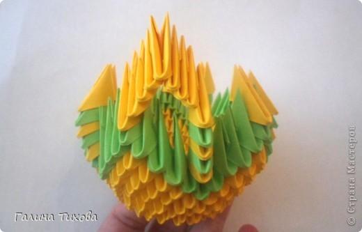 Для изготовления вазы вам понадобится: 200 зелёных, 30 белых, 495 жёлтых модулей.  фото 6