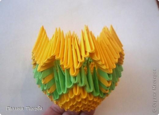 Для изготовления вазы вам понадобится: 200 зелёных, 30 белых, 495 жёлтых модулей.  фото 7