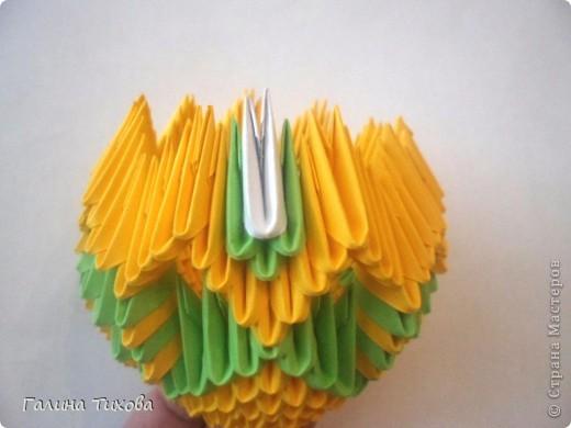 Для изготовления вазы вам понадобится: 200 зелёных, 30 белых, 495 жёлтых модулей.  фото 8