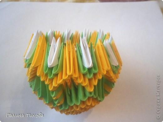 Для изготовления вазы вам понадобится: 200 зелёных, 30 белых, 495 жёлтых модулей.  фото 9