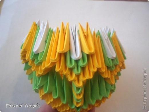 Для изготовления вазы вам понадобится: 200 зелёных, 30 белых, 495 жёлтых модулей.  фото 10
