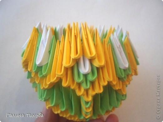 Для изготовления вазы вам понадобится: 200 зелёных, 30 белых, 495 жёлтых модулей.  фото 11