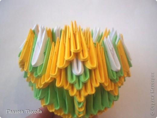 Для изготовления вазы вам понадобится: 200 зелёных, 30 белых, 495 жёлтых модулей.  фото 12