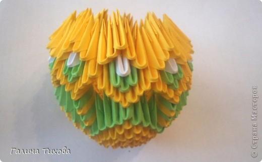 Для изготовления вазы вам понадобится: 200 зелёных, 30 белых, 495 жёлтых модулей.  фото 13